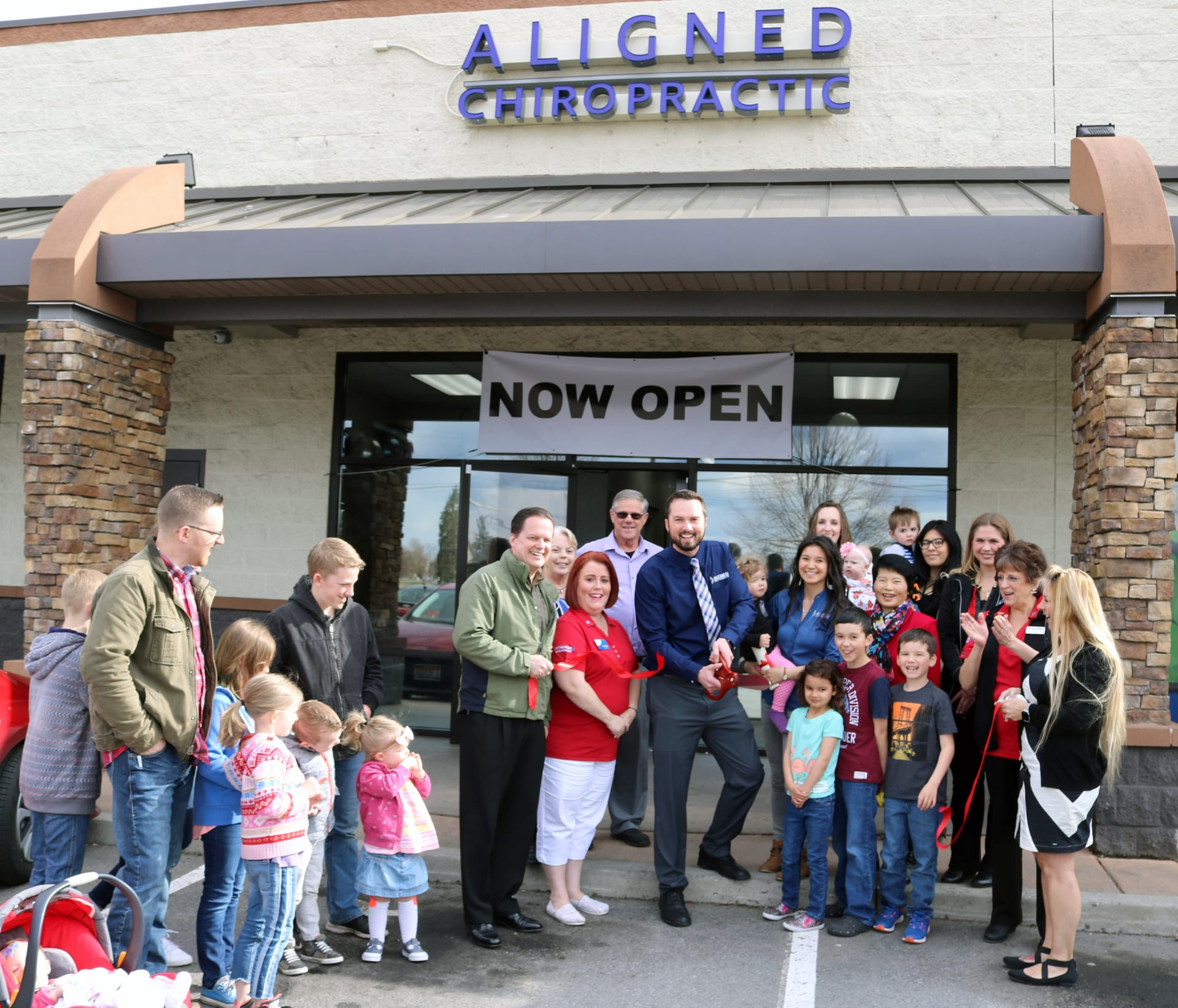 4-Aligned-Family-Chiropractic-ribbon-cutting-w1920.jpg