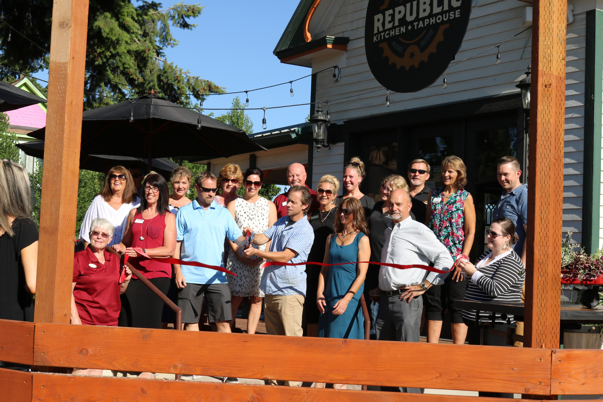 Republic-Kitchen-and-Taphouse-Ribbon-Cutting-2017-B-w1920.jpg