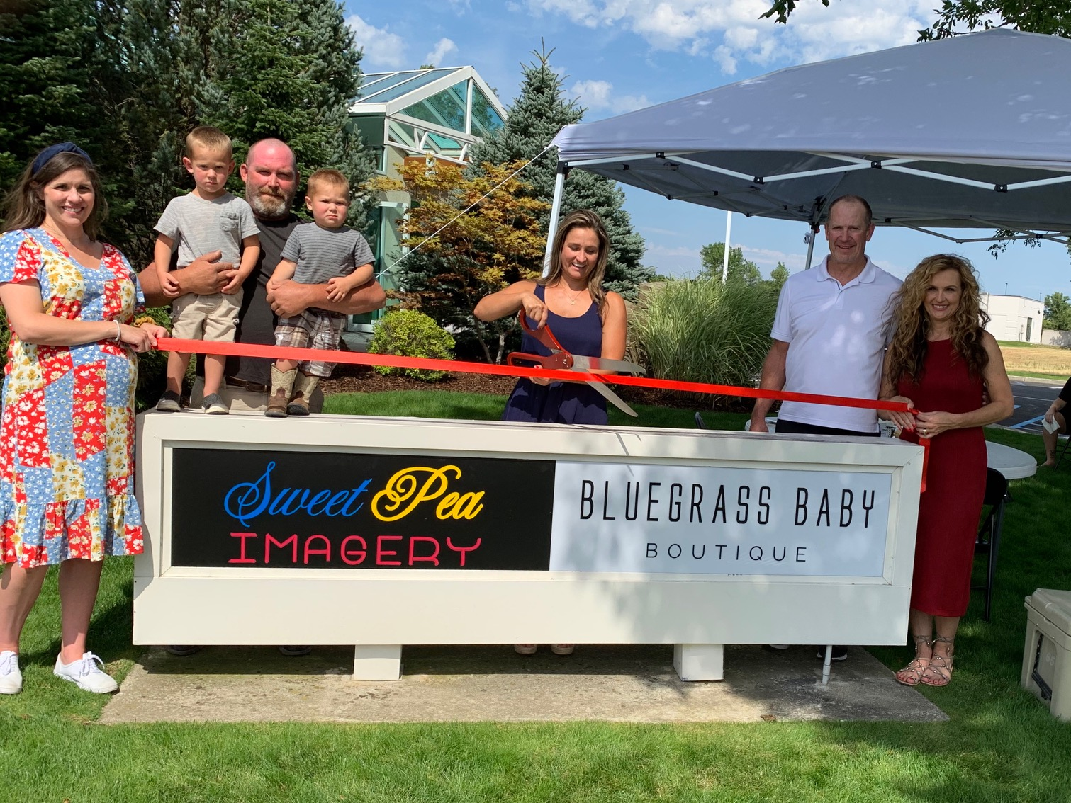 Sweet-Pea-Imagery-and-Blue-Grass-Baby-Boutique-ribbon-cutting.jpg