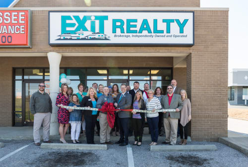 EXITRealtyRibbonCutting20180409-0021-w500.jpg
