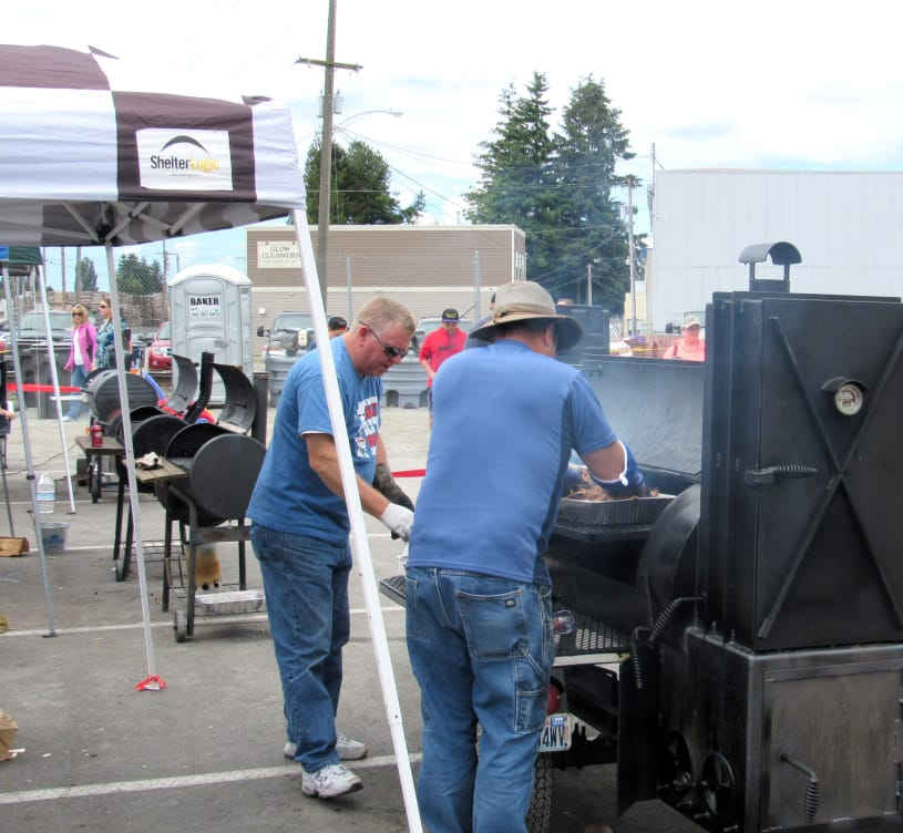Burlington-BBQ-Battle-2016-grilling.jpg