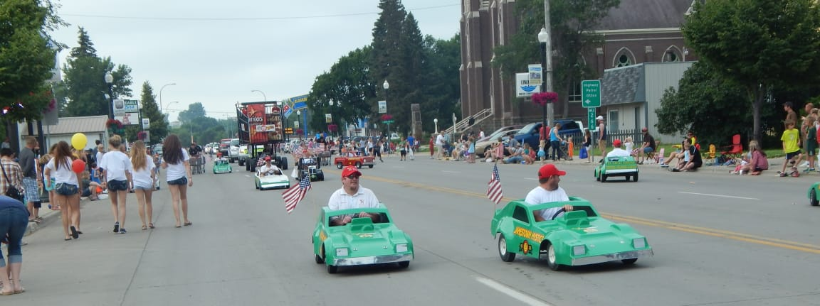 green-cars-parade-DSCN1768-w1152.jpg