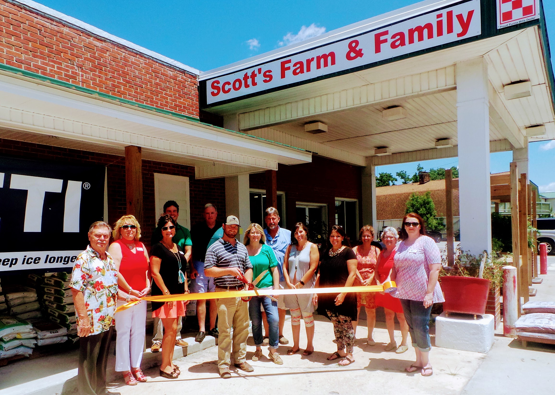 scott-farm-and-family.JPG