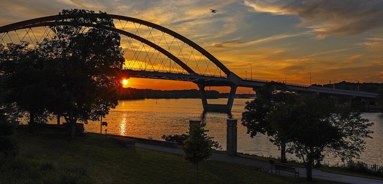 Hastings-Bridge.-RiverWalk-w1300.jpg