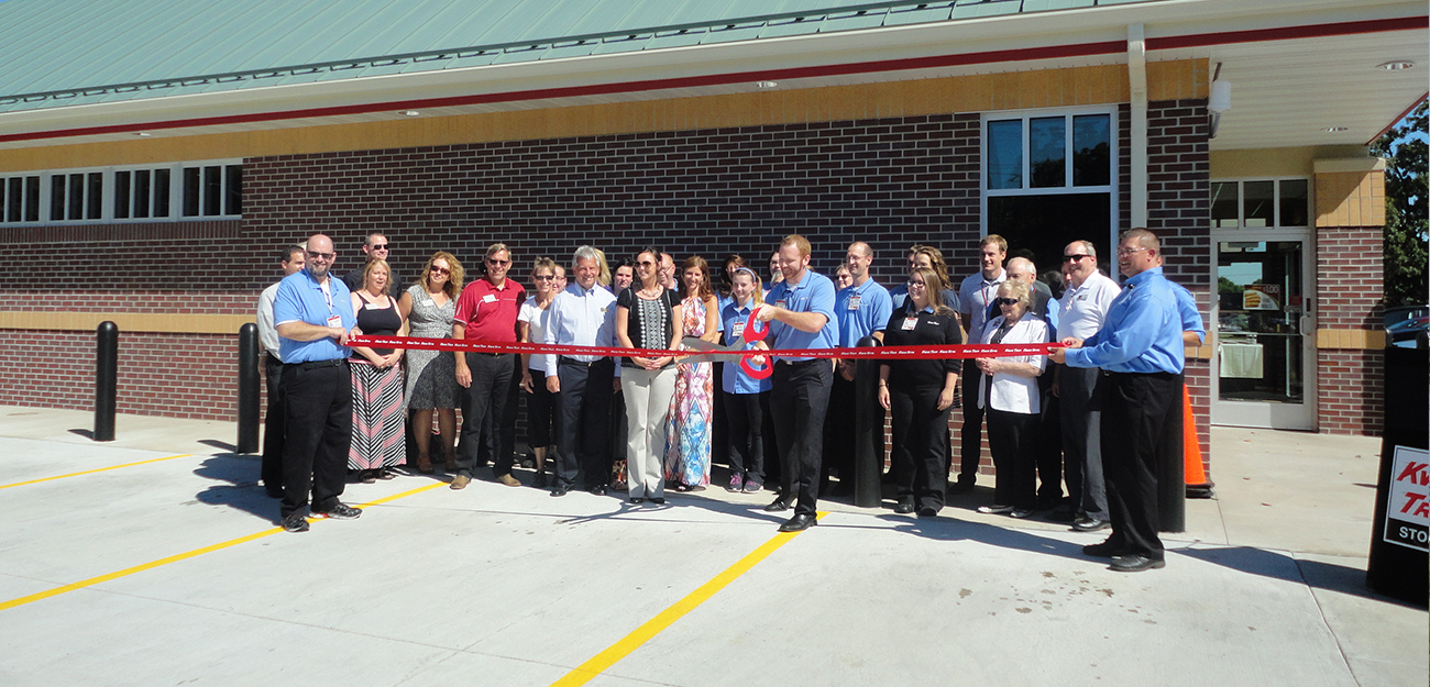 Kwik-Trip-Ribbon-Cutting.jpg