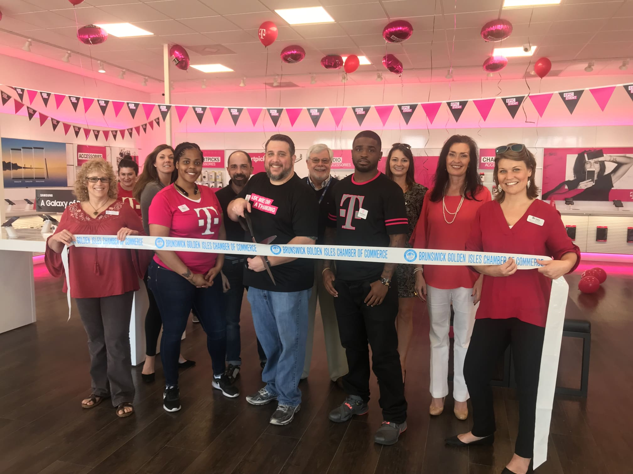 T-Mobile-ribbon-cutting-02-2018-w2016.jpg