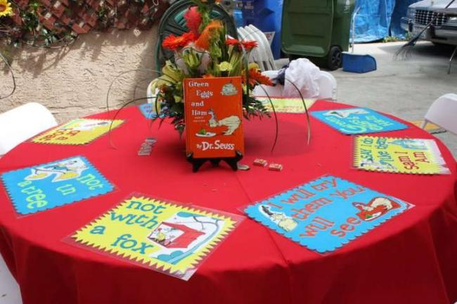 17-seuss-inspired-guest-table-decorations.jpg