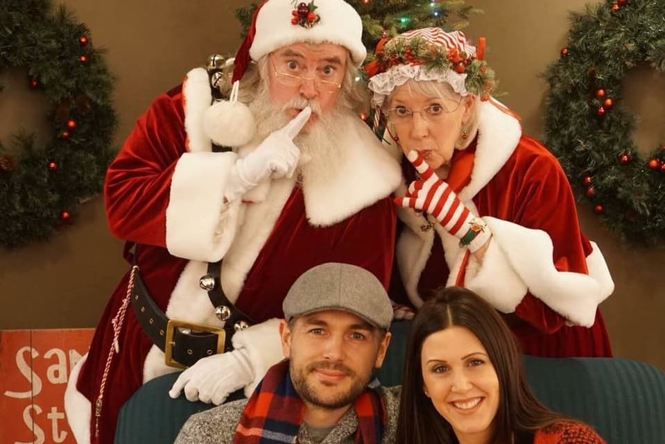 Ravenswood Pictures with Santa