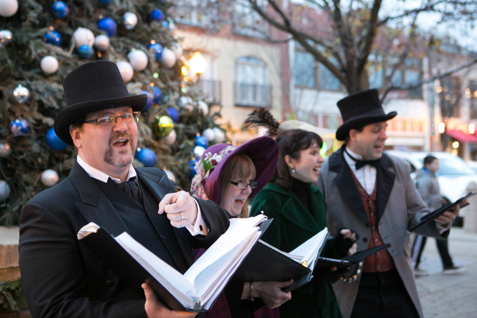 Lincoln Square Victorian Carolers