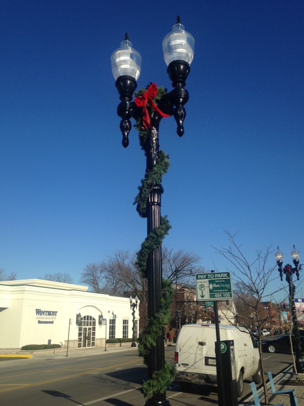 Street_Lamp_with_Garland-w612.jpg