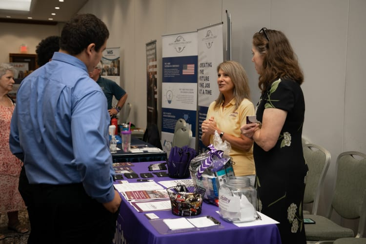 2019-0718-Military-Business-Job-Fair-(7)-w750.jpg