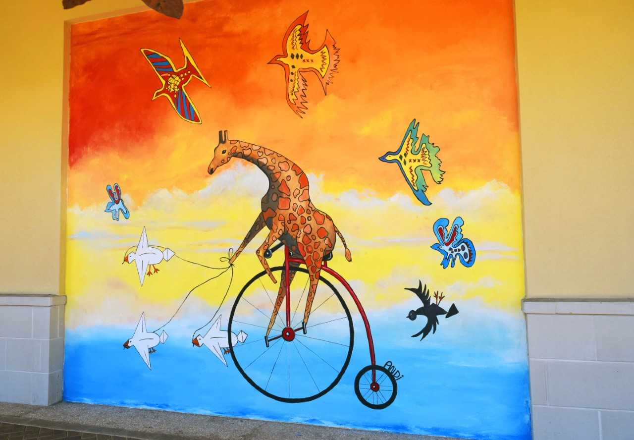 Mattie the Giraffe Mural Graces Wall at Destin Commons - Walton Area ...