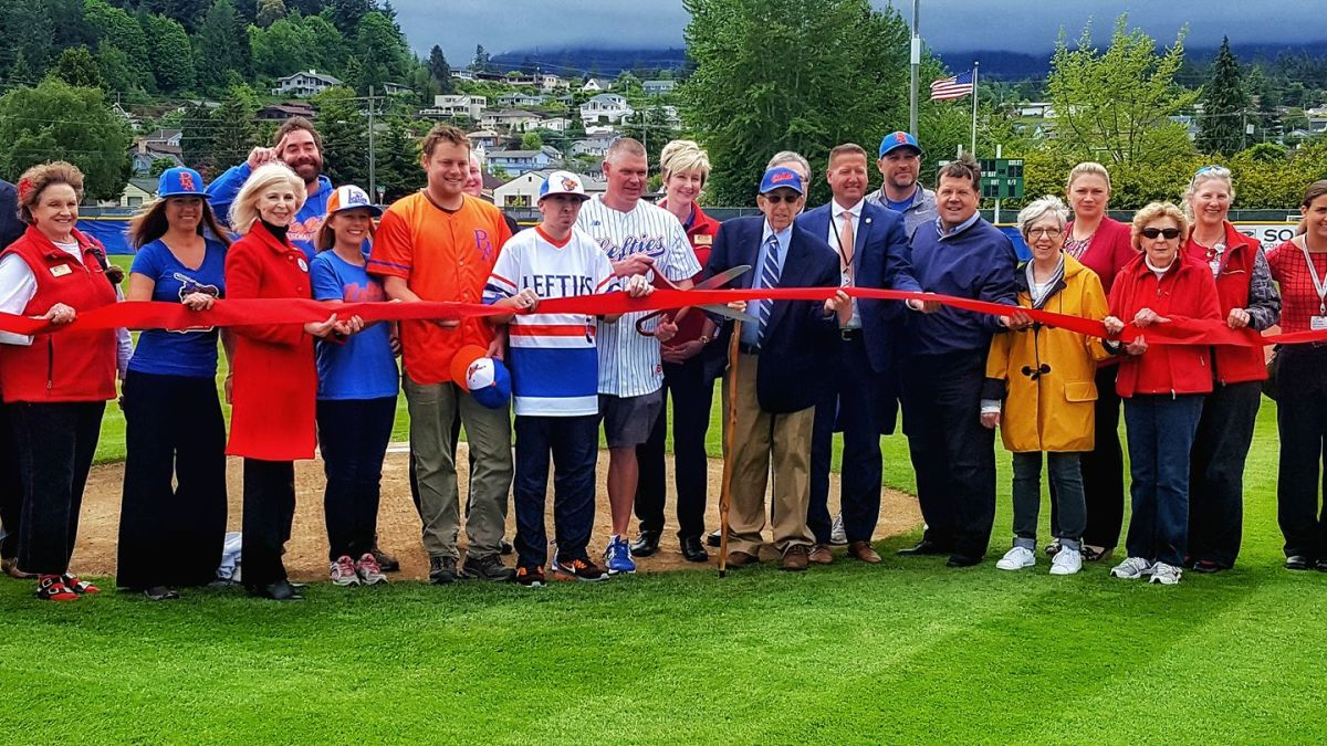 11_Lefties-Ribbon-Cutting.jpg