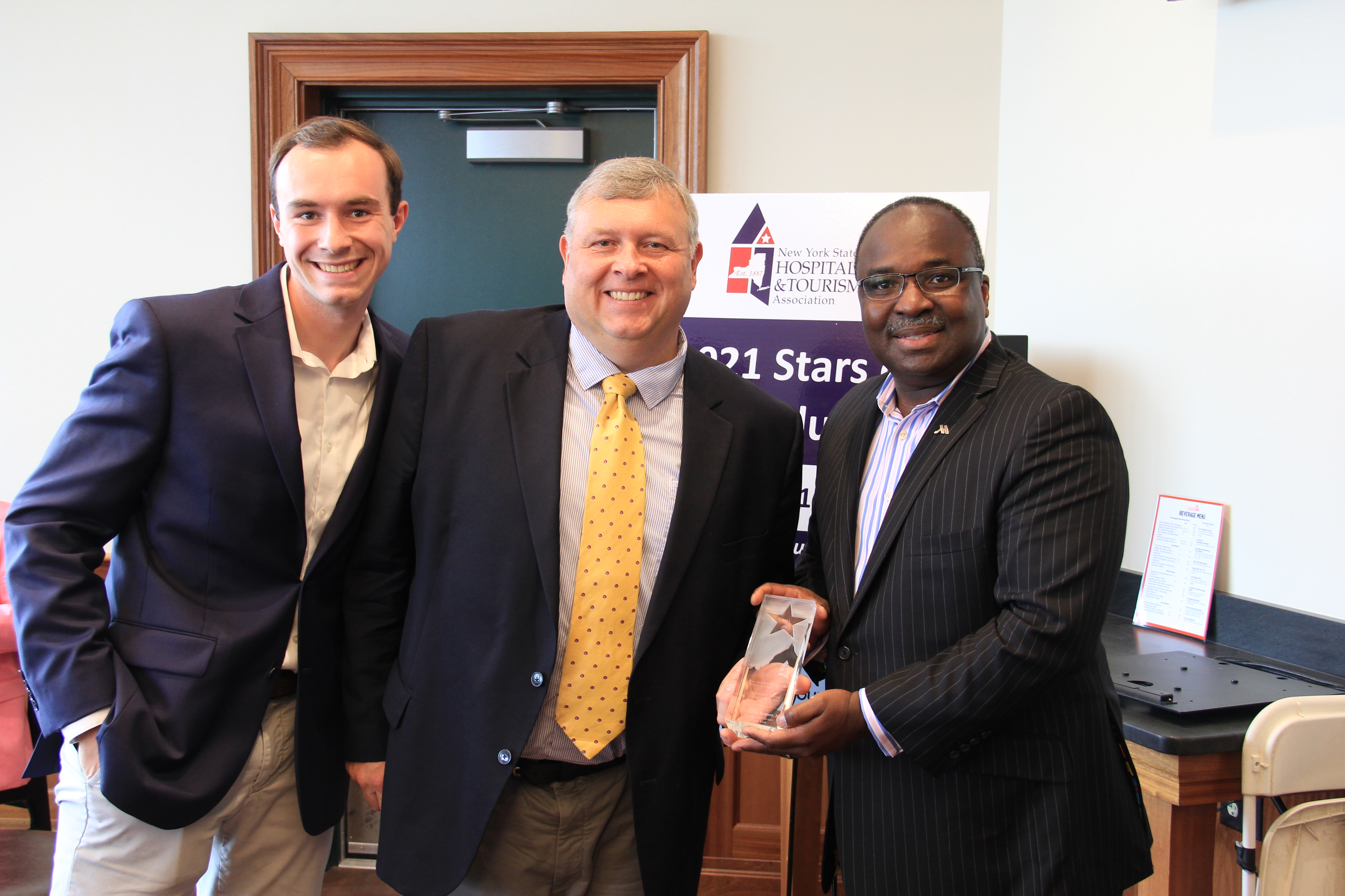 Don Bennett Jr accepts award