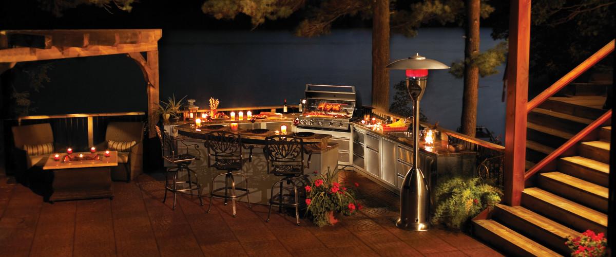 oasis_lifestyle_night-napoleon-grills.jpg
