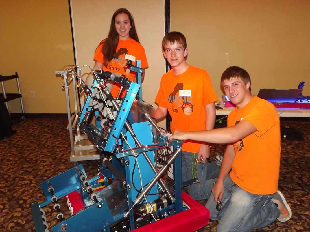 RoboticTeam16-orangeresize(1).jpg