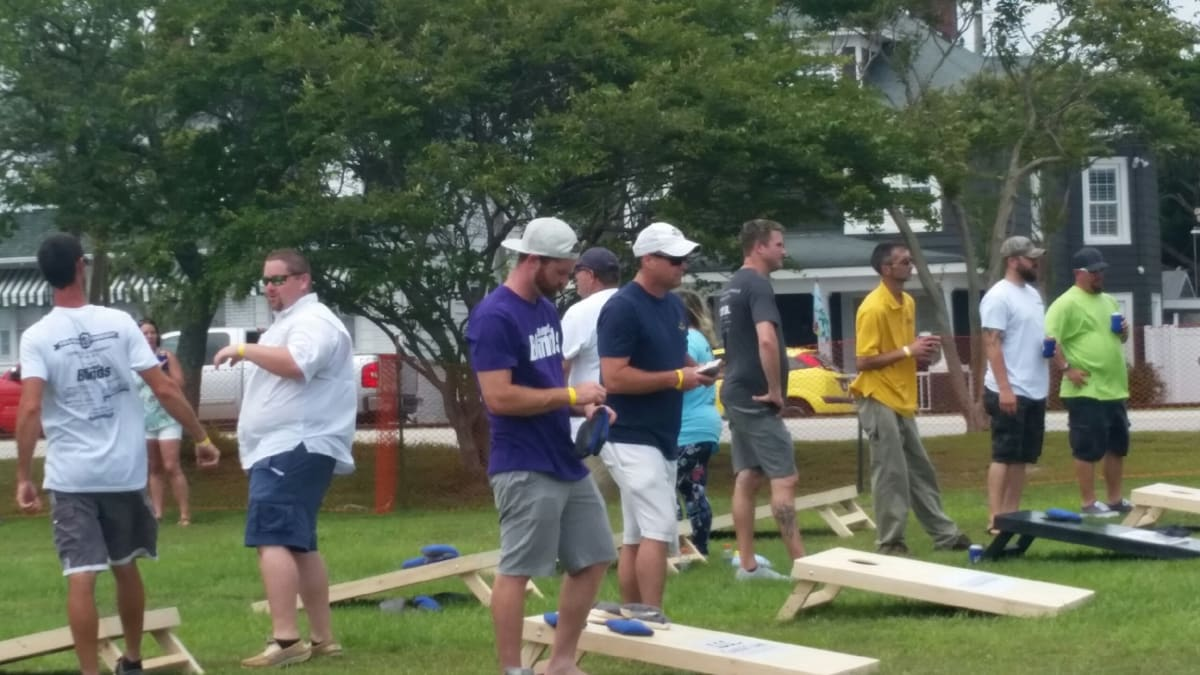 builder-throwdown-cornhole-tournament.jpg
